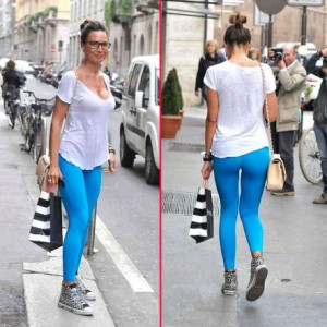 nicole-minetti-hot-leggings-azzurri-1