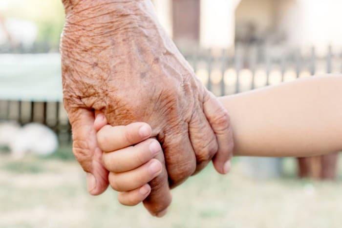 Nonni, figli, nipoti: quando nasce una famiglia