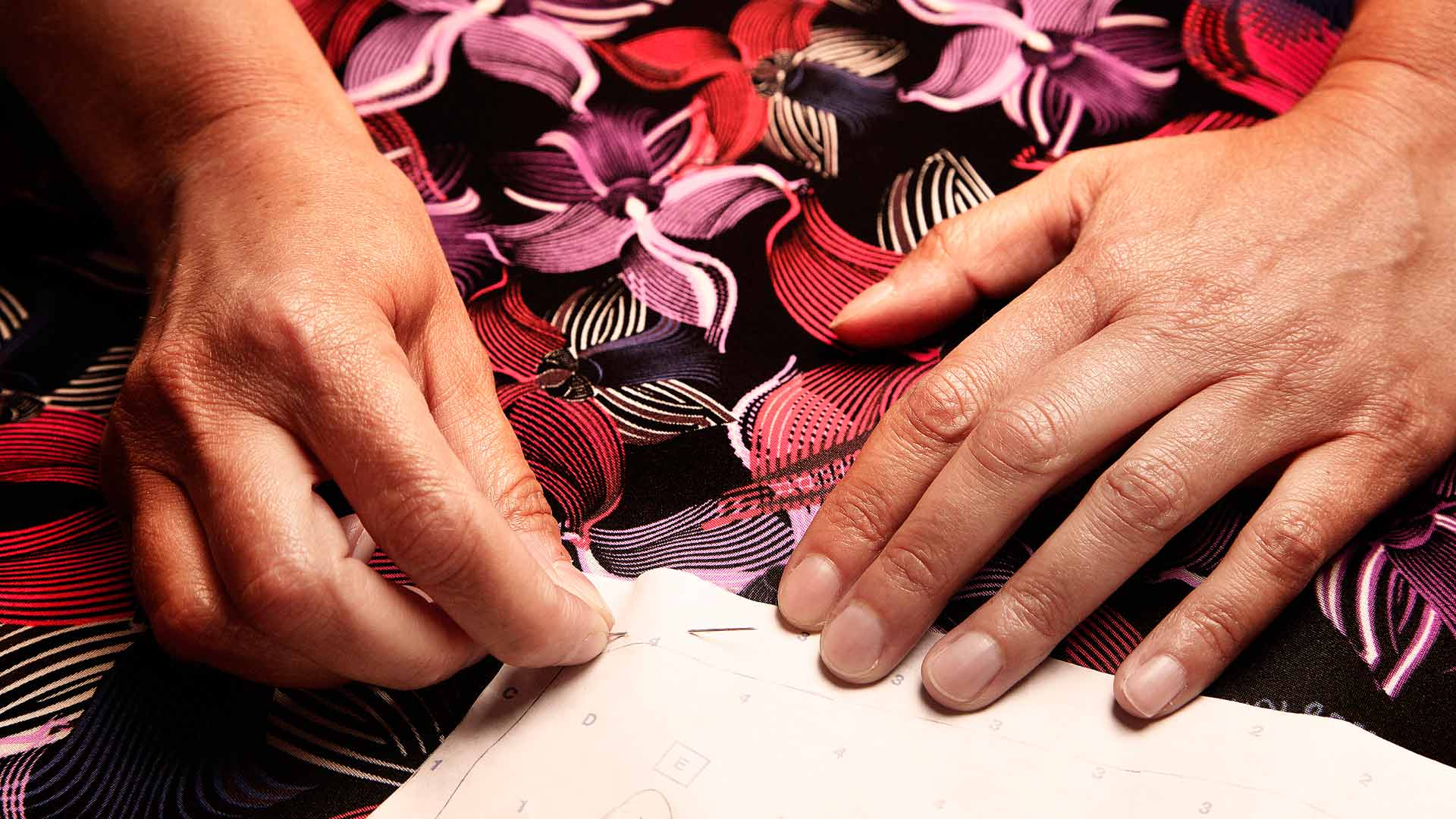 01_Orchidea-Dress-making-of_shaping