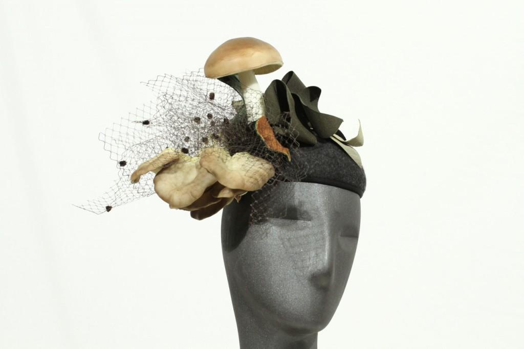 """Calotta funghi """"Le chapeau"""" di Patrizia Valmori, Italia, 2015. Parte della collezione primave-ra/estate 2016 ispirata al tema dell'orto dei nonni e ai prodotti freschi della campagna"""
