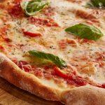 Mangiare la pizza a Roma
