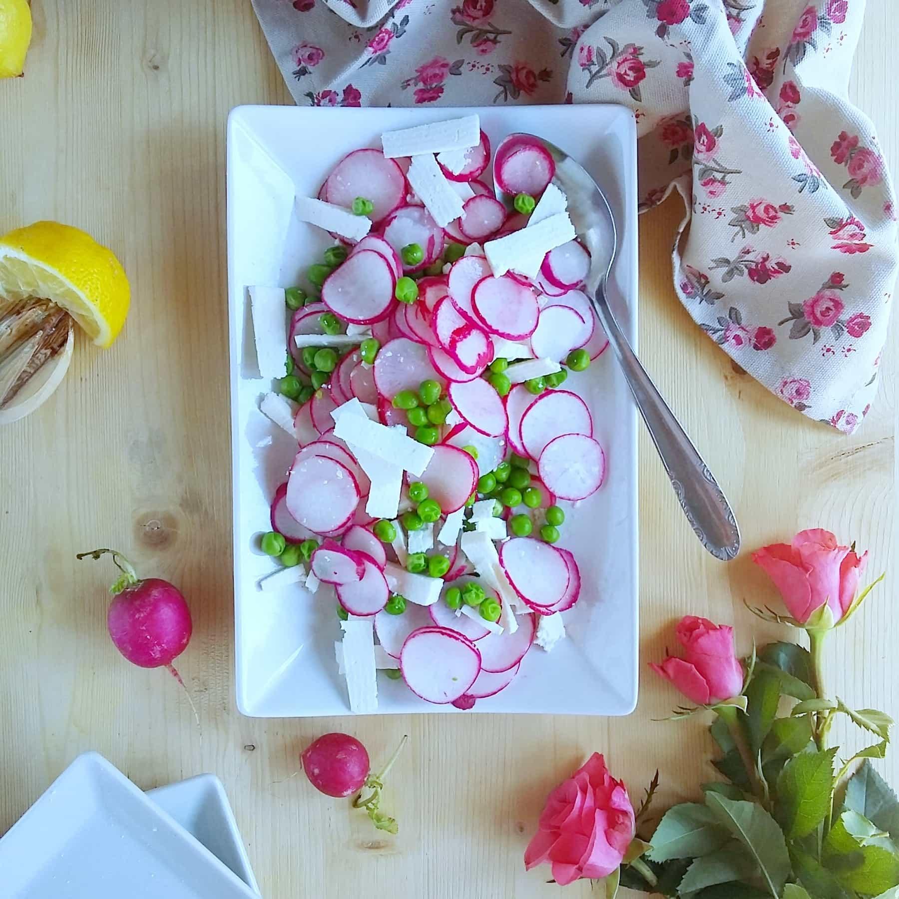 Insalata di primavera: ravanelli, piselli e ricotta salata