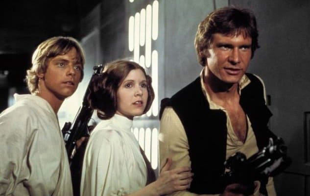 carrie-fisher-mark-hamill-e-harrison-ford-in-una-scena-di-guerre-stellari-205535_jpg_750x400_crop_q85