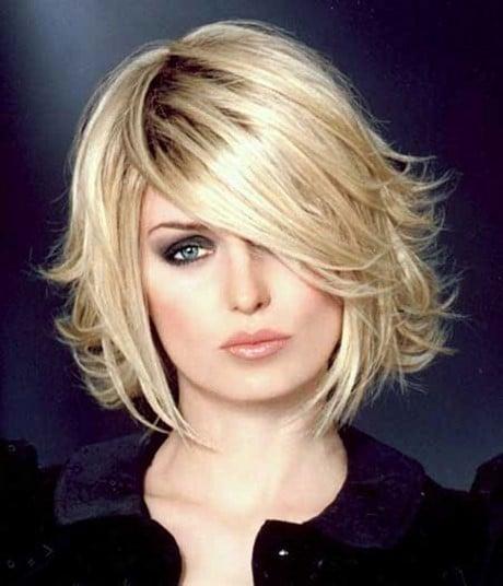 Tagli capelli medio corti spettinati