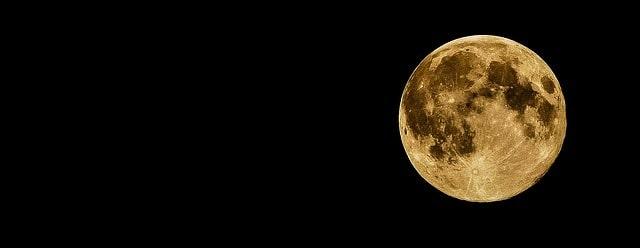 Il bacio nella Luna