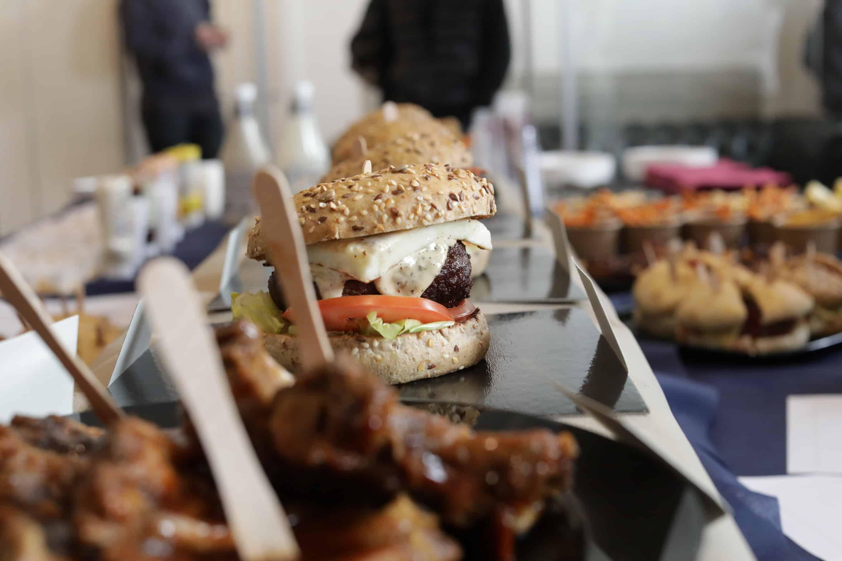 Da oggi Hamburger gourmet: MEAT'O – Carne Mitica