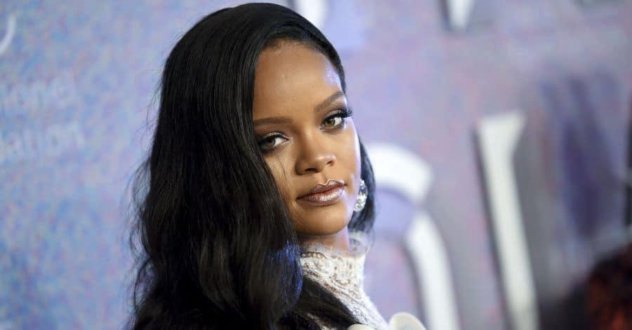 Rihanna lancia un marchio di moda lusso