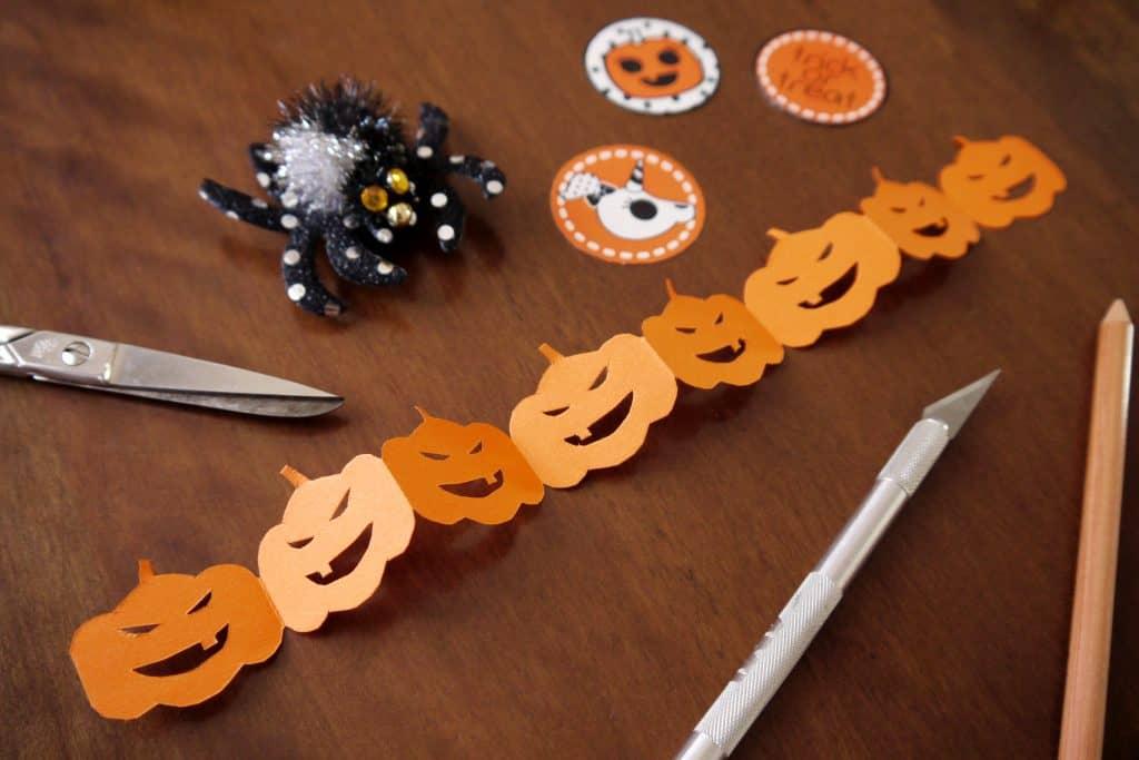 Tutorial ghirlanda di carta di zucche di Halloween