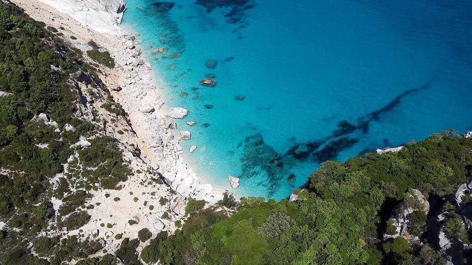 Vacanze con bambini: il mare della Sardegna
