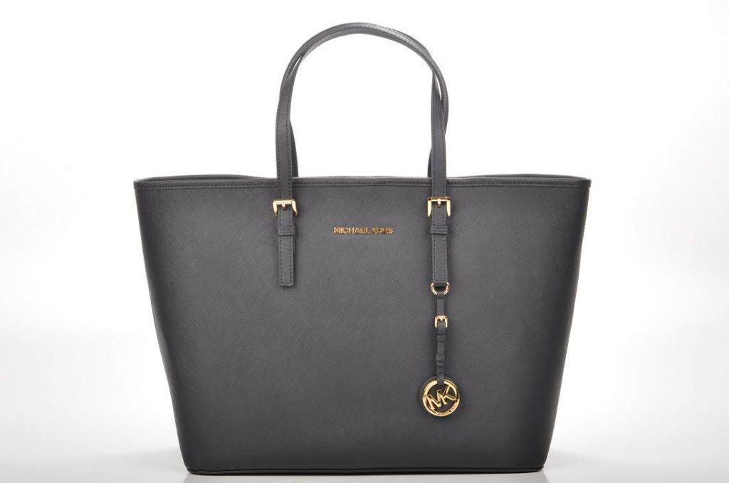 Stile e praticità per tutte le mamme: il trend delle borse grandi