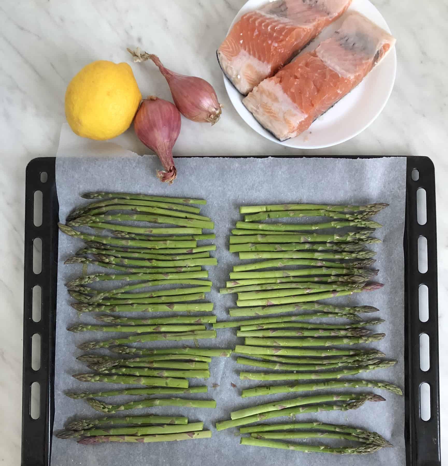 Filetto di salmone al forno con asparagi