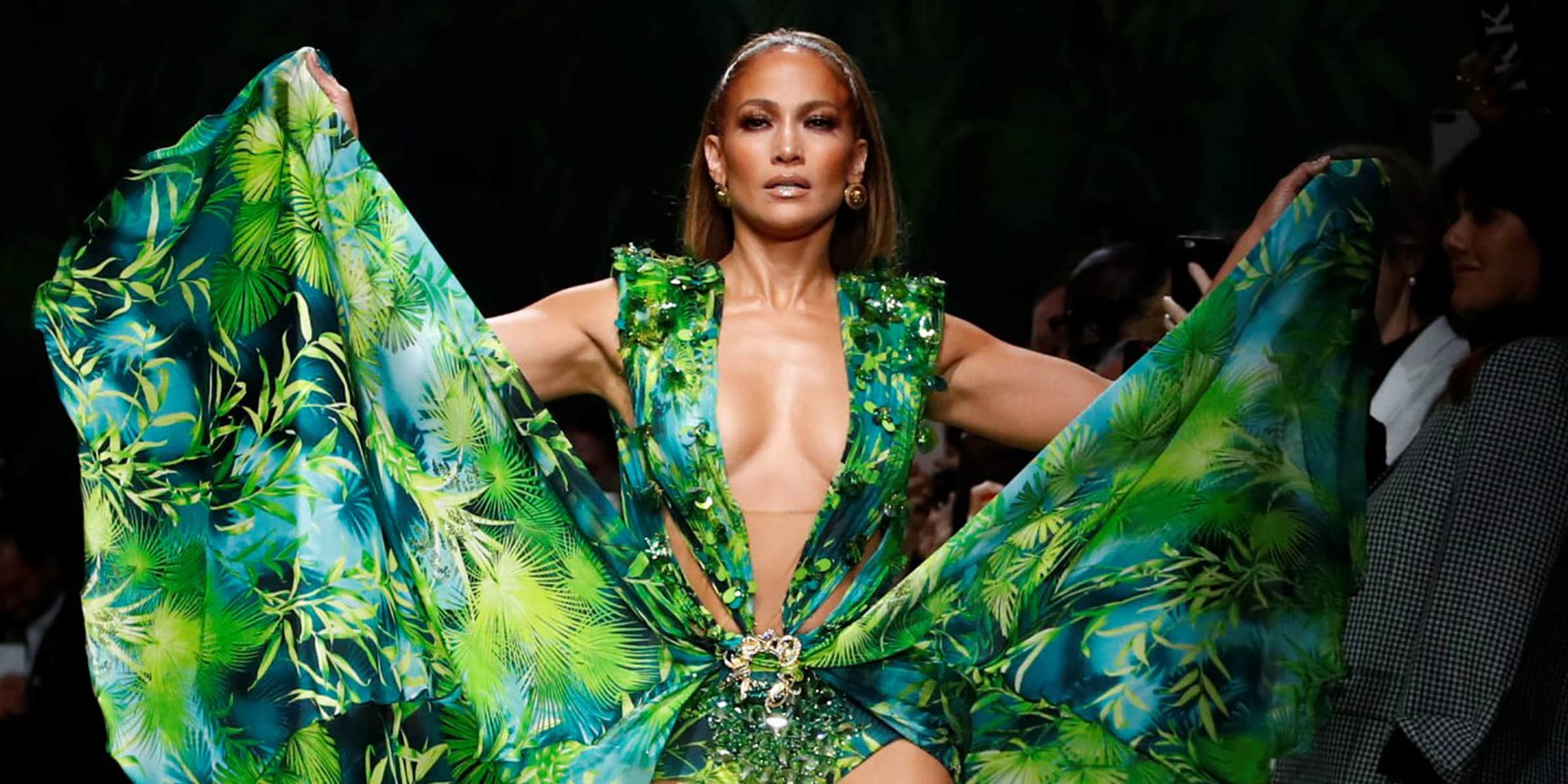 JLo sfila per Versace con il mitico Jungle Dress