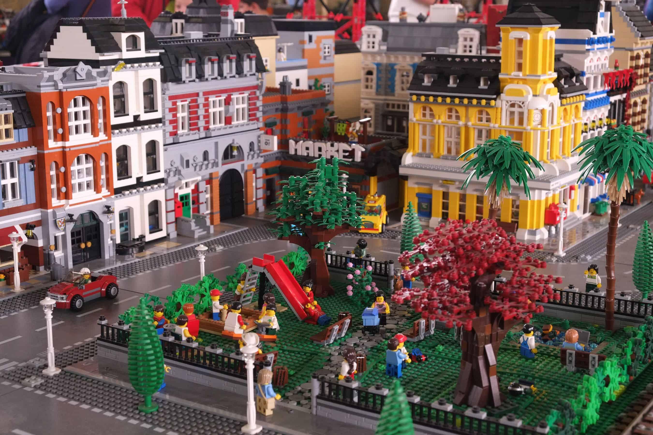 Alla Permanente di Milano arriva la mostra dei Lego