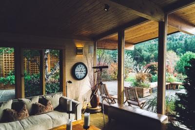 Piccole idee per rendere più belli e vivibili gli spazi esterni della tua casa