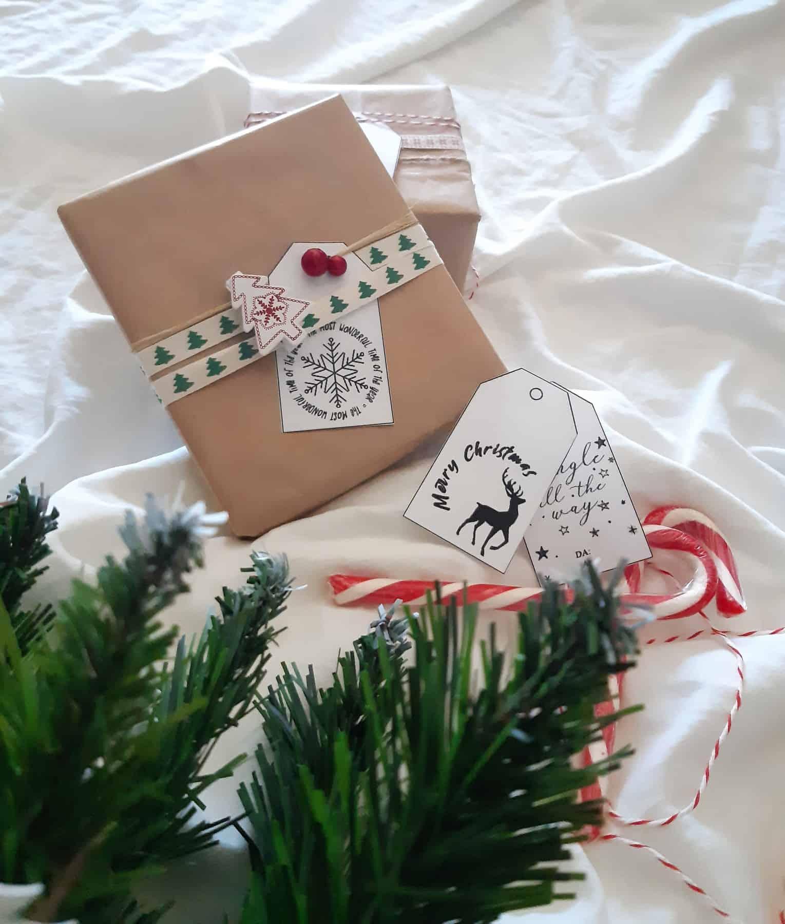 Etichette Natalizie Da Stampare etichette natalizie per decorare i vostri pacchetti (file