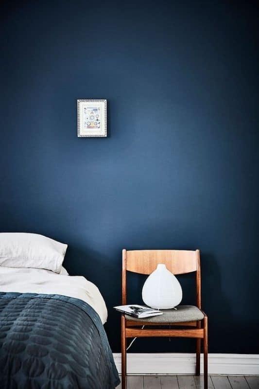 Il modo migliore per utilizzare Pantone's Classic Blue in camera da letto