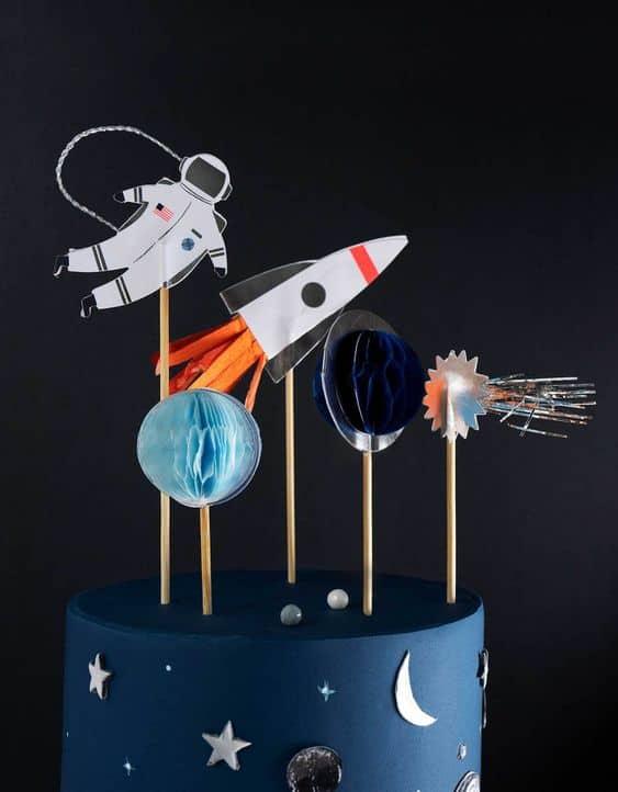 """Festa di compleanno: come organizzarla con un tema """"spazio"""""""