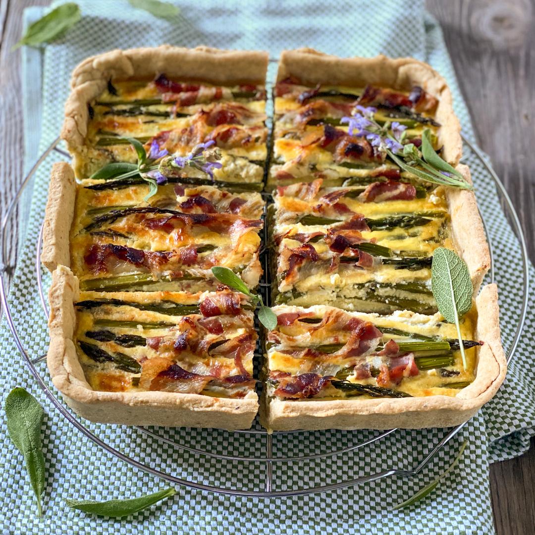 Torta salata di asparagi e pancetta croccante