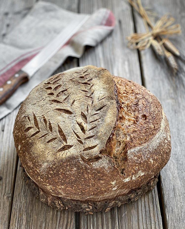 Pane rustico e croccante con farina integrale