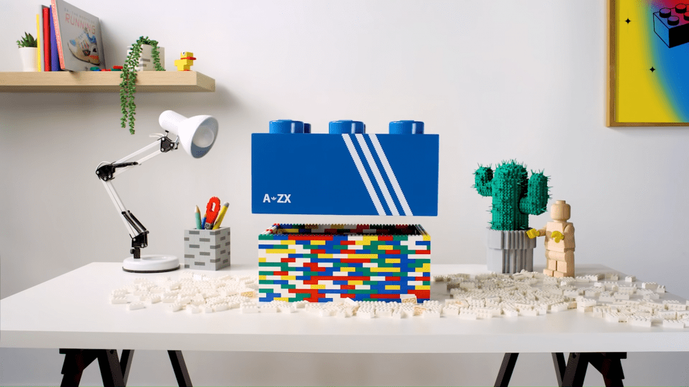 Lego e Adidas insieme per un nuovo modello di scarpe
