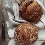 Pane multicereali con semi di girasole di sesamo e lino